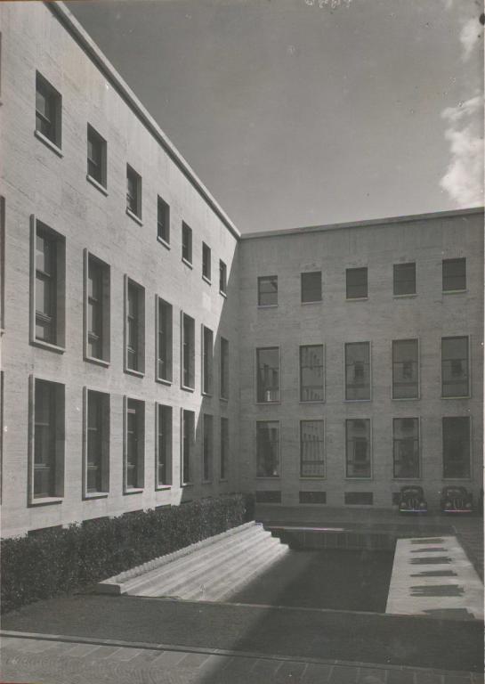 Palazzo uffici eur s p a la citt nella citt for Piani di palazzo con piscina coperta