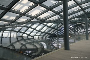 Uno dei foyer all'interno della Nuvola [Immagine di proprietà di EUR SpA - foto arch. Isabella Mundula].