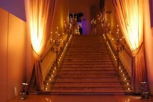 La scalinata di ingresso di Spazio Novecento (Palazzo Arte Antica di EUR SpA)